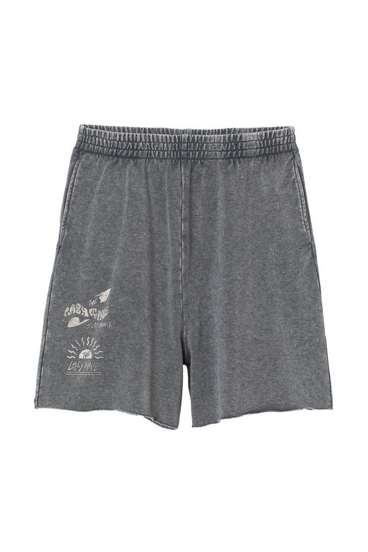 H&M滑板衝浪夏季系列高腰短褲349元。圖/H&M提供
