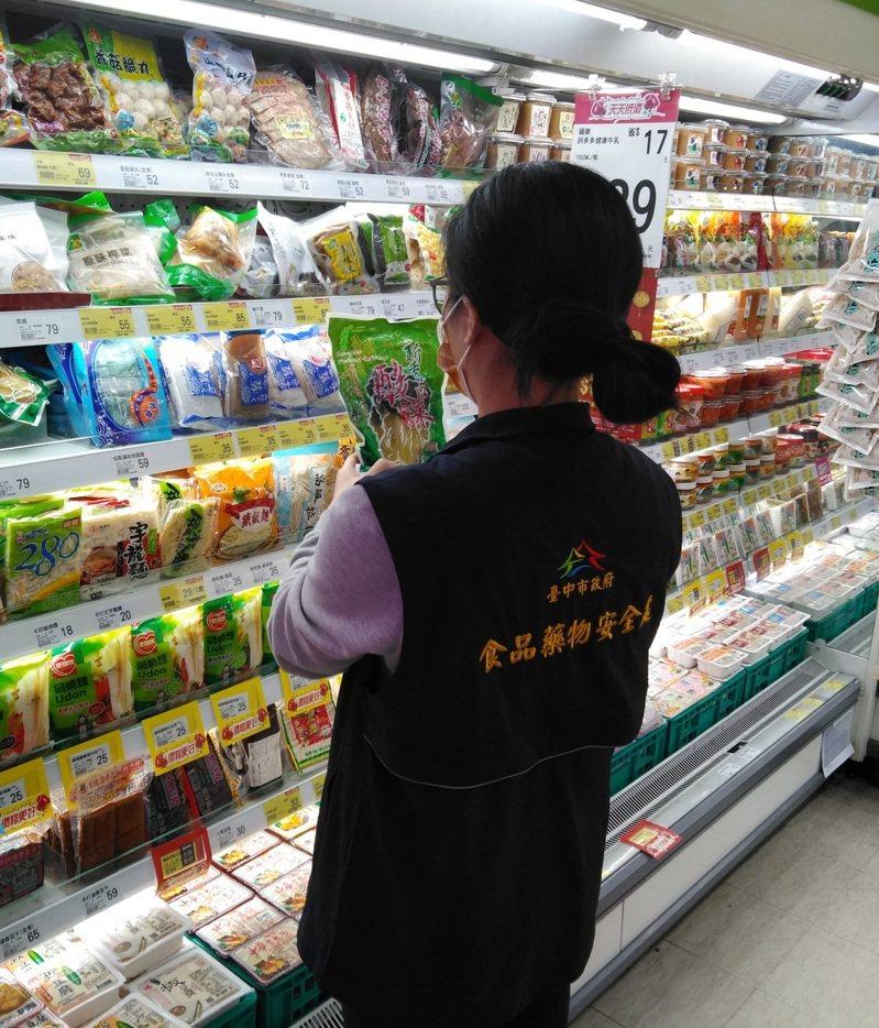 台中市食安處啟動市售醃漬蔬菜稽查專案,抽驗26件市售醃漬蔬菜。圖/台中市食安處提供