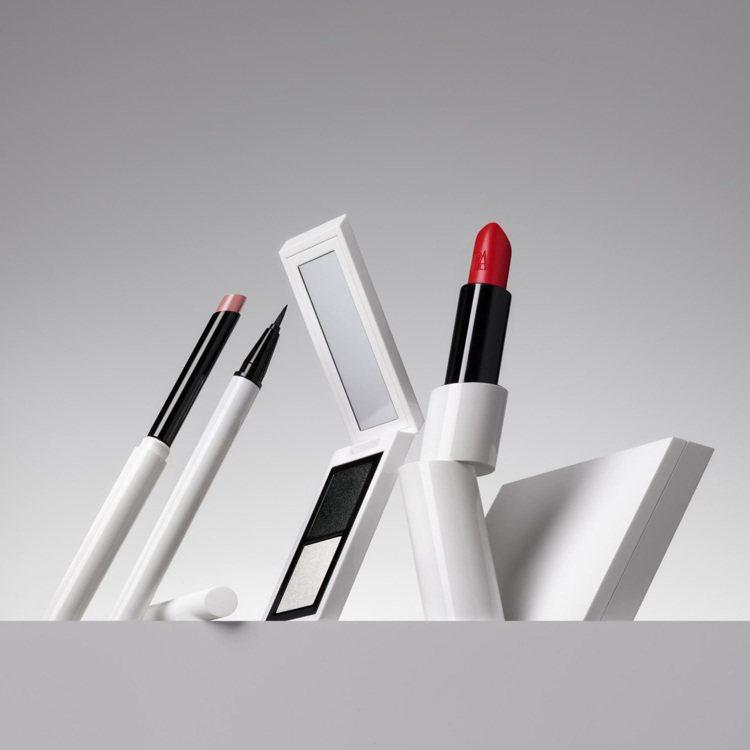 ZARA彩妝系列包裝設計,為黑、白的外觀,擁有俐落線條,且能看出其靈感源自「Z」...