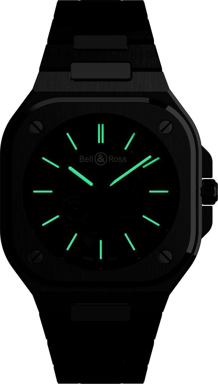 BR 05 Skeleton Nightlum腕表的機芯的指針和小時刻度添加了夜...