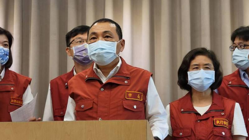 侯友宜表示,封城是防疫警戒第四級才會實施的手段,但若真的發生最壞時刻,新北已做好準備。記者江婉儀/攝影
