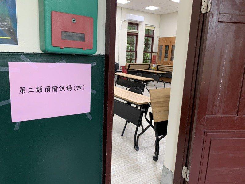 師大附中備有4間二類試場,提供現場發燒或自主健康管理者應試。記者趙宥寧/攝影