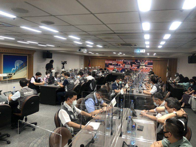 桃園市長鄭文燦今主持防疫會議。記者曾健祐/攝影