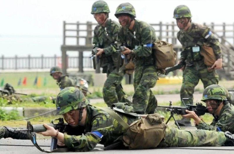 軍方官員表示,部隊有戰備需求,即使有傳出疫情,也未必能夠整個單位一起解除戰備,必須視疫情嚴重度或是單位特殊性來決定。圖/聯合報系資料照片