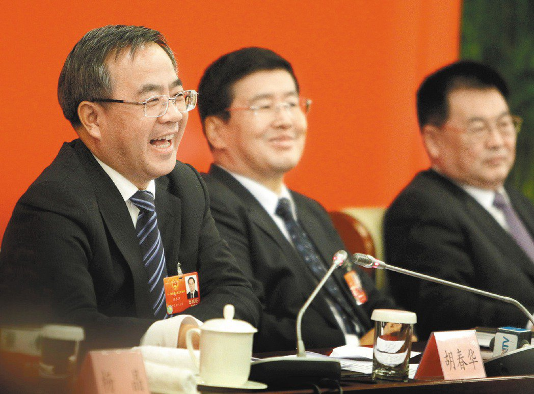 華爾街日報報導,新一輪的美中貿易談判,中方可能由胡春華(左一)取代經驗豐富的劉鶴...