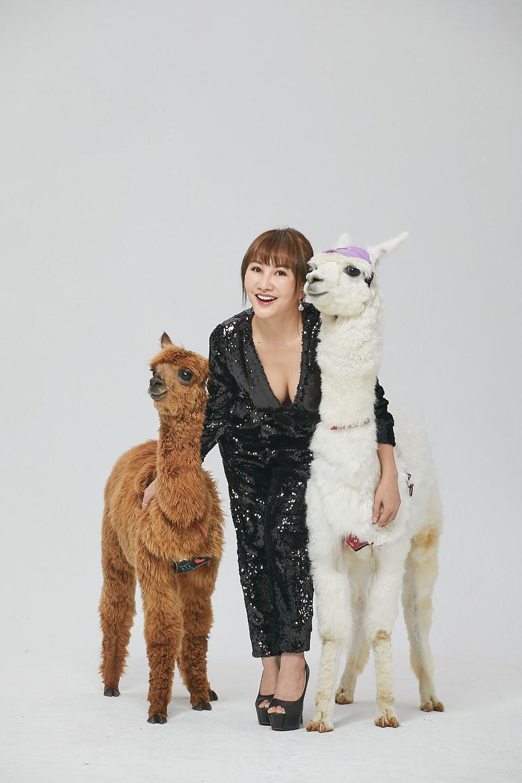 「財富女神」王宥忻除了養草泥馬,也預告接下來想養笑笑羊。圖/固力狗娛樂提供