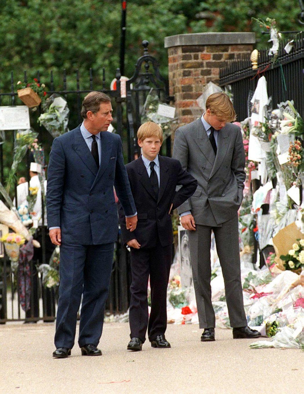 查爾斯(左起)與哈利的父子情面臨空前低潮,裂痕很難修補。圖/路透資料照片