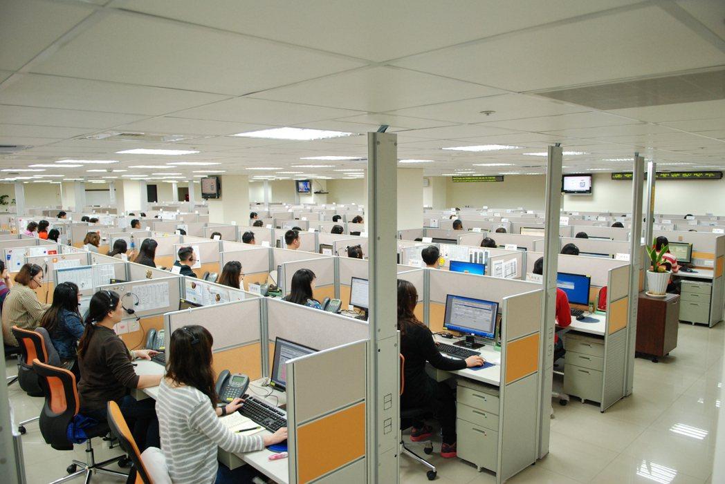 TBC台灣寬頻通訊今日宣布,將全額補助旗下934名員工施打疫苗,全力守護員工的健...