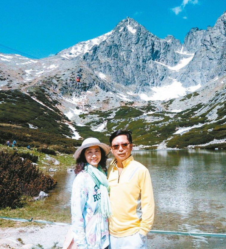 萬芳醫院院長陳作孝(右)假日喜歡散步、爬山、打球紓壓。圖/陳作孝提供