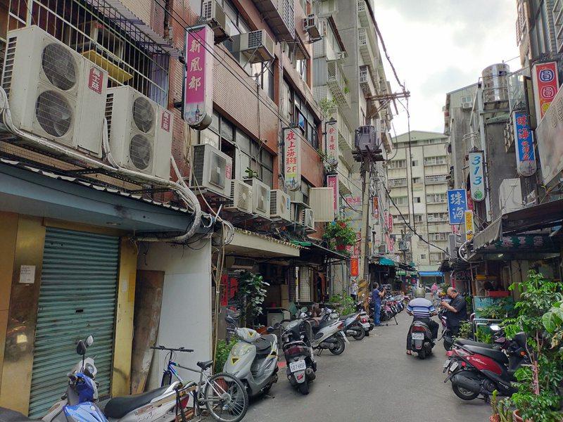 疫情爆發,萬華區三水街儼如疫情重災區。記者李隆揆/攝影