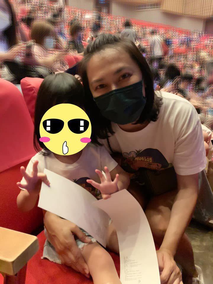 章家瑄帶女兒看巧虎引發喧然大波。圖/摘自臉書