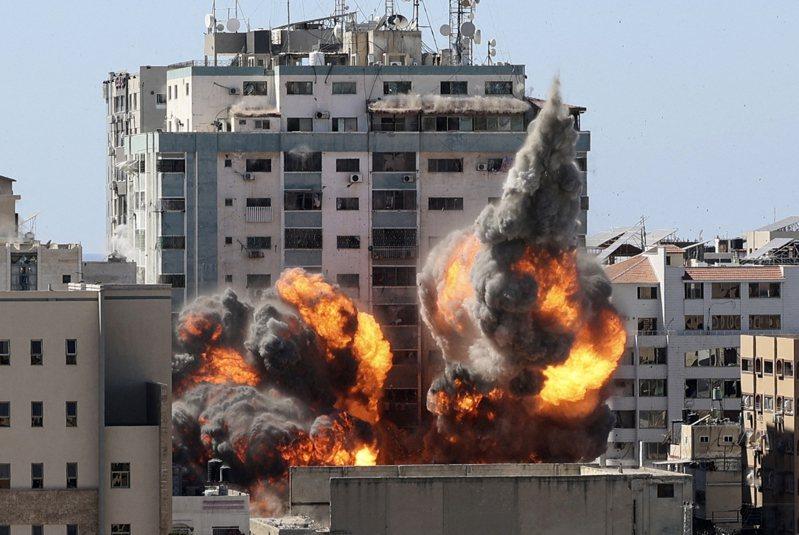 以軍狂轟加薩 ,美聯社、半島電視台大樓被炸。法新社