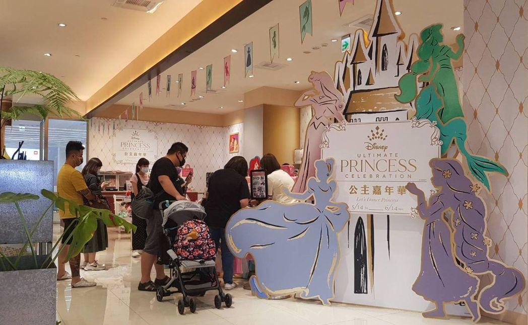 集合迪士尼系列卡通中所有公主,全台唯一最華麗的「迪士尼公主嘉年華」期間限定店(5...
