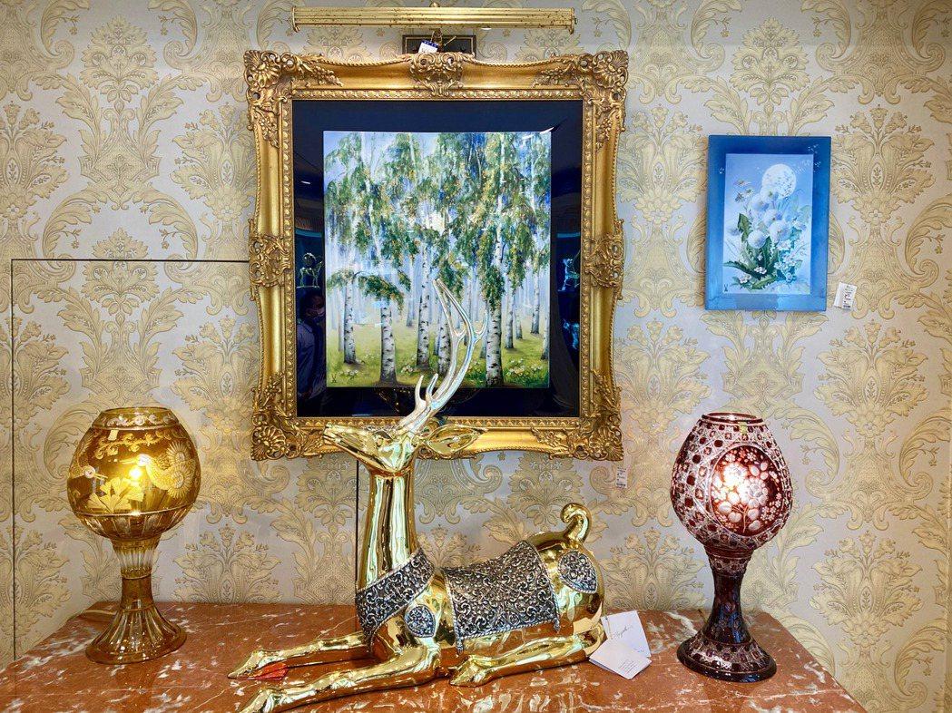 各款精巧壁畫將永遠裝飾著收藏家壁面,為素淨的空間創造奪目的聚焦。記者宋健生/攝影