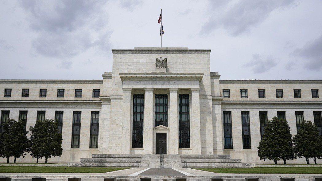 Fed將容忍一段時間內的通膨率暫時超過2%,副作用可能會是大宗商品價格加速上漲。...