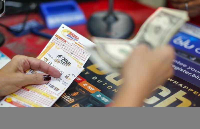 美國加州一名女子把2600萬美元中獎彩券丟進洗衣機,巨額獎金不翼而飛。歐新社