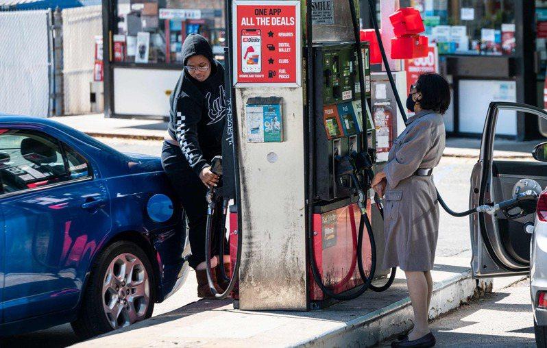 由於輸油公司遭駭客攻擊,美國多個城市的汽油開始出現短缺問題。法新社