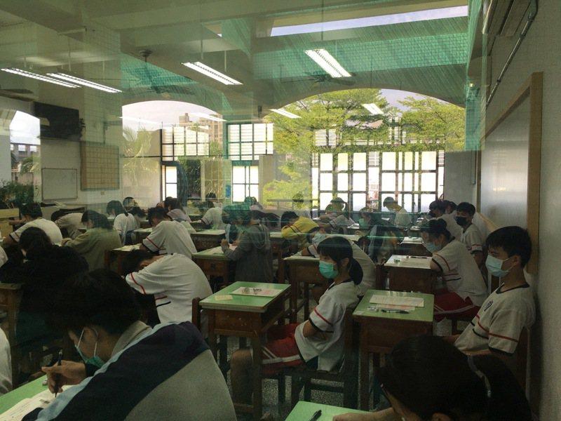 國中教育會考社會科第一節登場。圖/宜蘭縣政府教育處提供