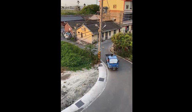 彰化縣某社區理事長的母親和姊姊疑似染疫,當地出現宣傳車跑遍大街小巷「放送」消息。圖/取自網路