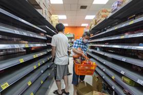雙北防疫至升三級 民眾搶購民生物資