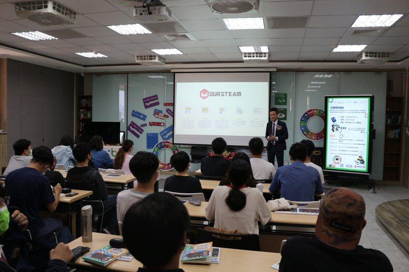 台中科大成立科技英文師培中心,希望幫助南投偏鄉學生學習資訊教育。圖/BBC教育基金會提供