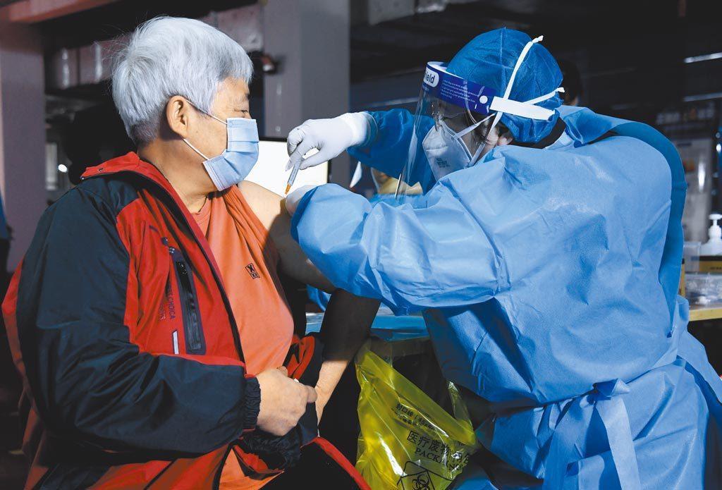 截至5月13日,上海台胞累計接種8,027劑新冠疫苗。新華社資料照片