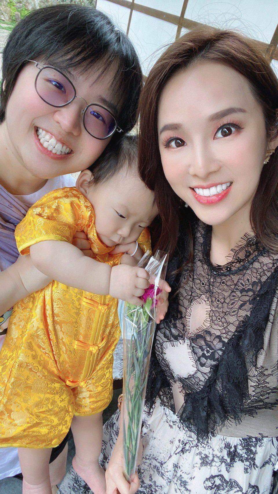 張齡予日前才和姊姊歡度母親節。圖/摘自臉書