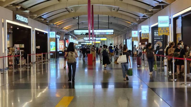 板橋車站人潮稀少。記者江婉儀/攝影