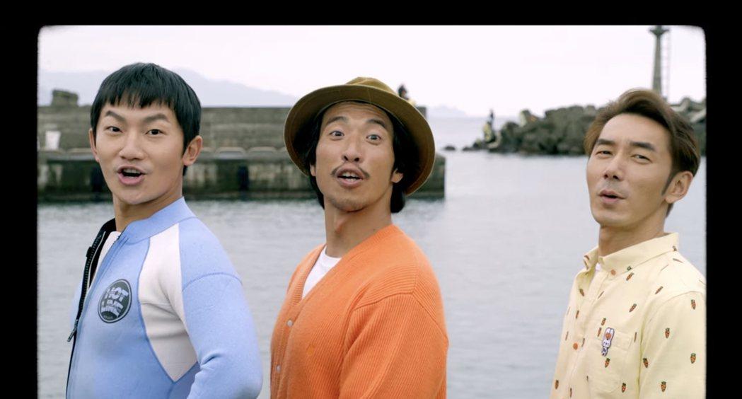田廣潤(中)新歌「東北季風」邀來同是衝浪愛好者的蔡昌憲(左)和李李仁同框演出MV