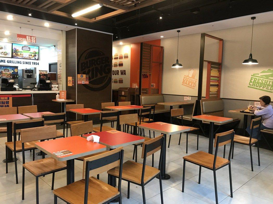 漢堡王即刻起宣佈停止雙北、基隆地區的街邊店內用。記者江佩君/攝影