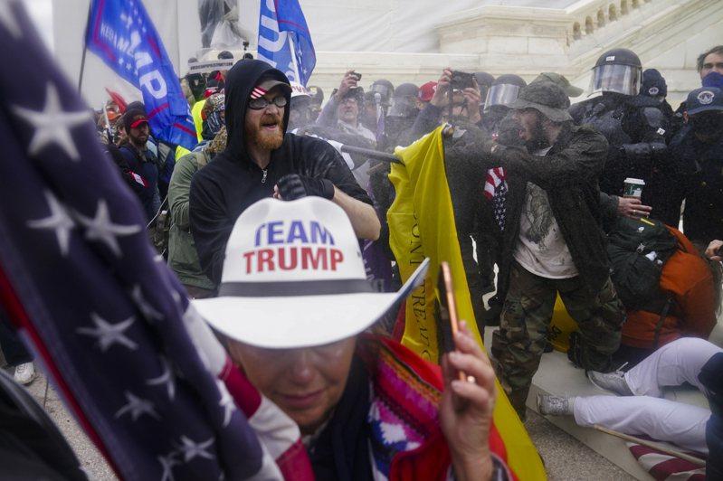 美國前總統川普支持者衝國會,震驚全球。美聯社