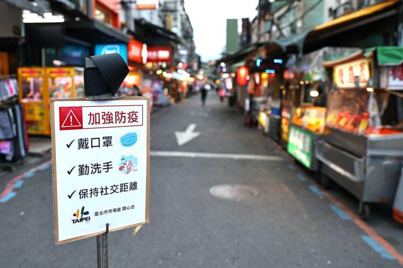 台灣新冠肺炎本土病例14日大增180例,雙北警戒等級升至第三級,為期兩周。     路透