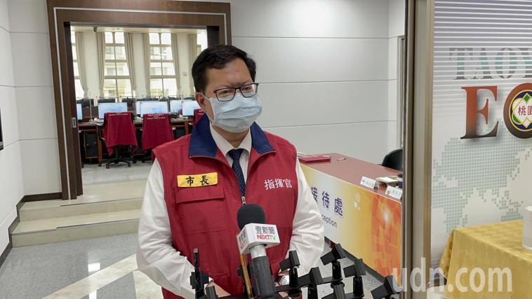 鄭文燦會後表示,目前有3家防疫旅館專供機組員使用,18家供一般民眾使用,近期還會...
