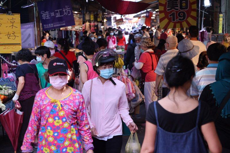 民眾一時預期心理恐慌搶買民生物資,需求大增造成菜價飆漲。記者黃義書/攝影