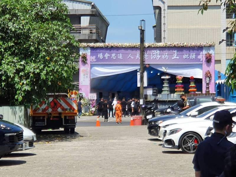 三峽千人公祭改家祭,現場約有1、2百人,包含警察局長、民政局副局長等官員都在現場坐鎮。記者張哲郢/攝影