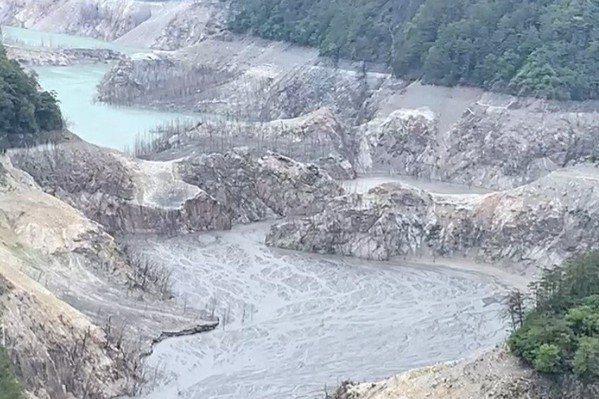 缺水又不下雨,德基水庫的水量少,首破安全水位線。圖/民眾提供