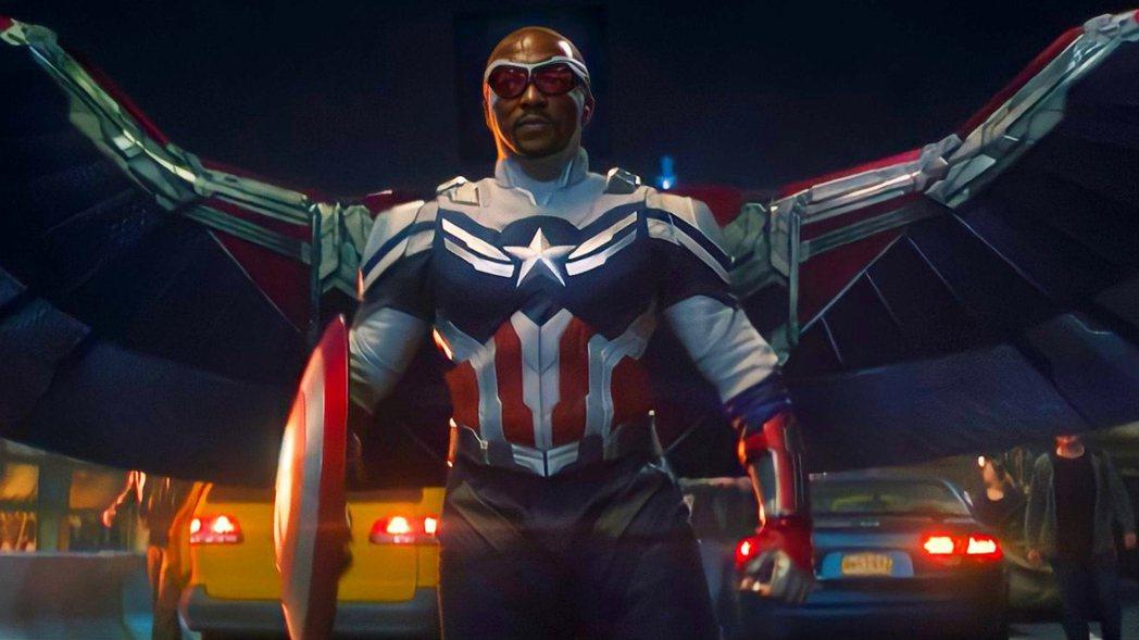 「獵鷹」正式成為新一代的「美國隊長」。圖/摘自imdb