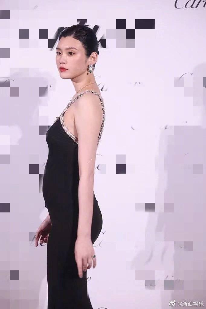 奚夢瑤懷孕身材依舊完美。圖/摘自微博