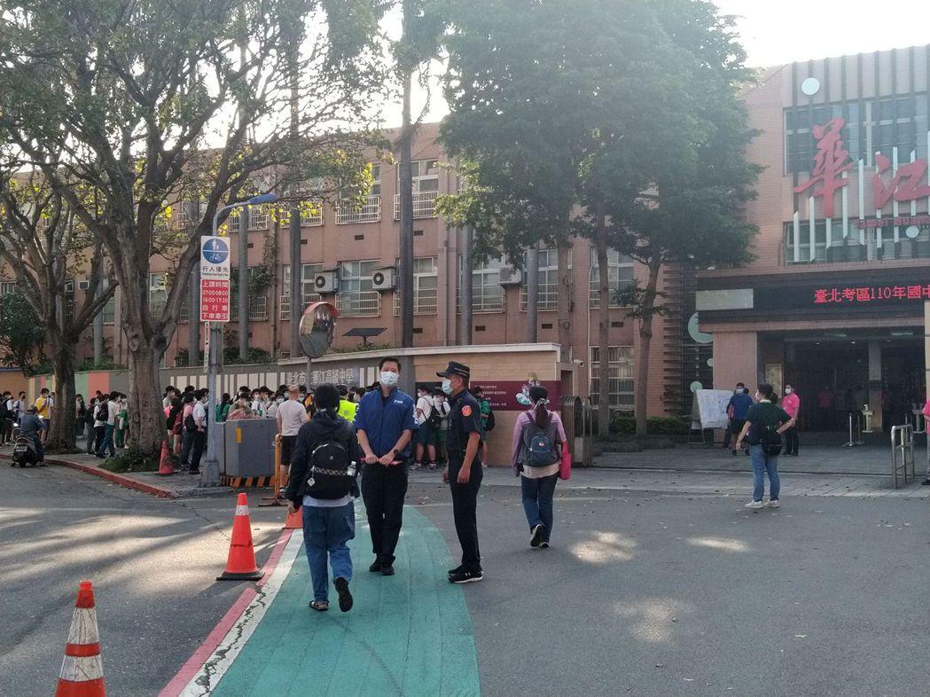 雙北已經達成共識,雙北國三高三學生停課。記者林麗玉/攝影