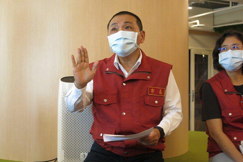 新北市長侯友宜希望能跟中央討論關於疫調、確診者公布足跡的細節。記者李成蔭/攝影