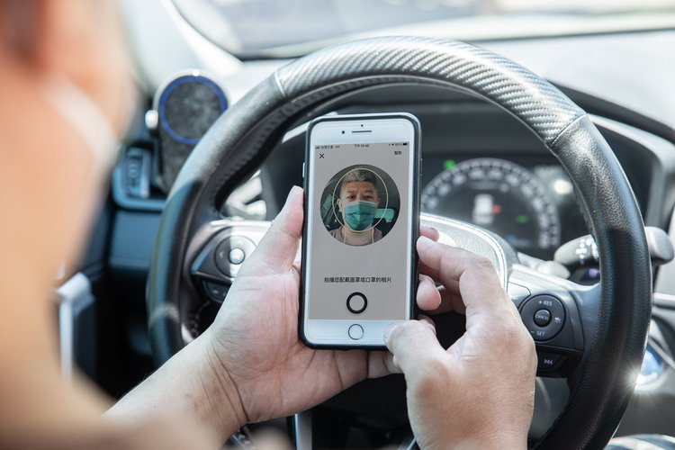 Uber App 的「上線前確認清單」與採用人臉識別技術的「口罩驗證機制」兩項安...