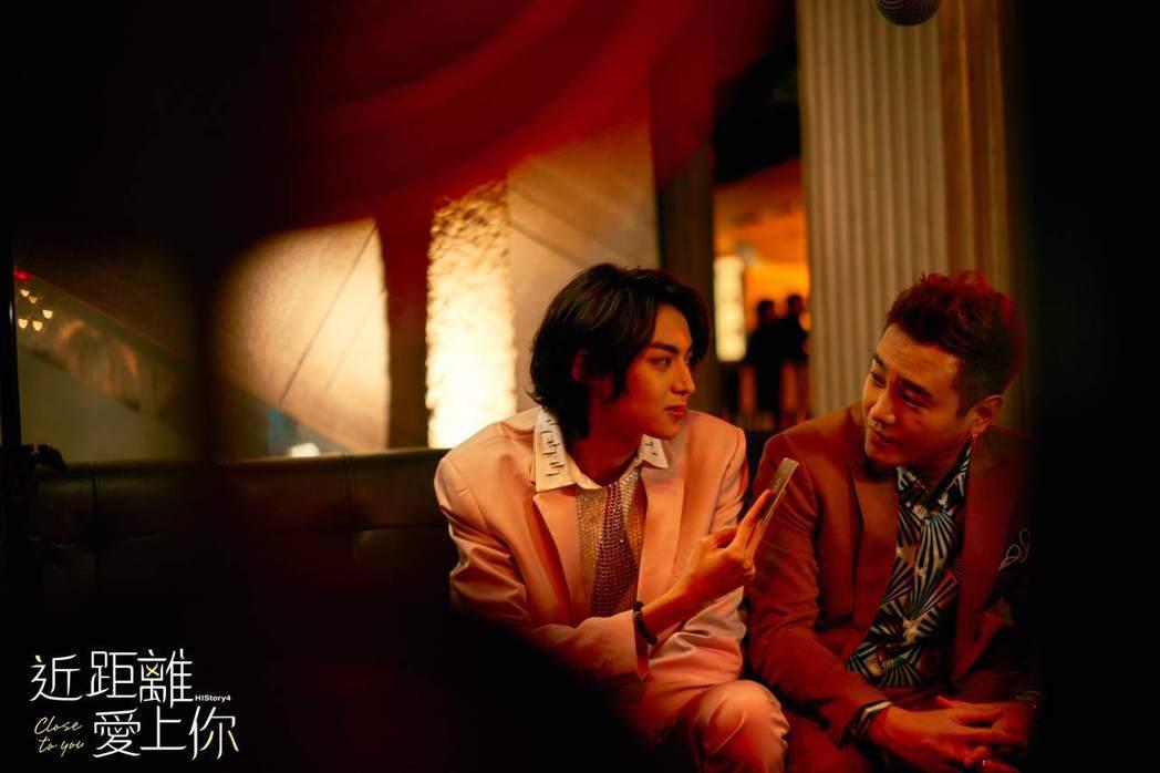 陳立安(左)在劇中算計綠茶,故意邀他開房間。圖/LINE TV提供