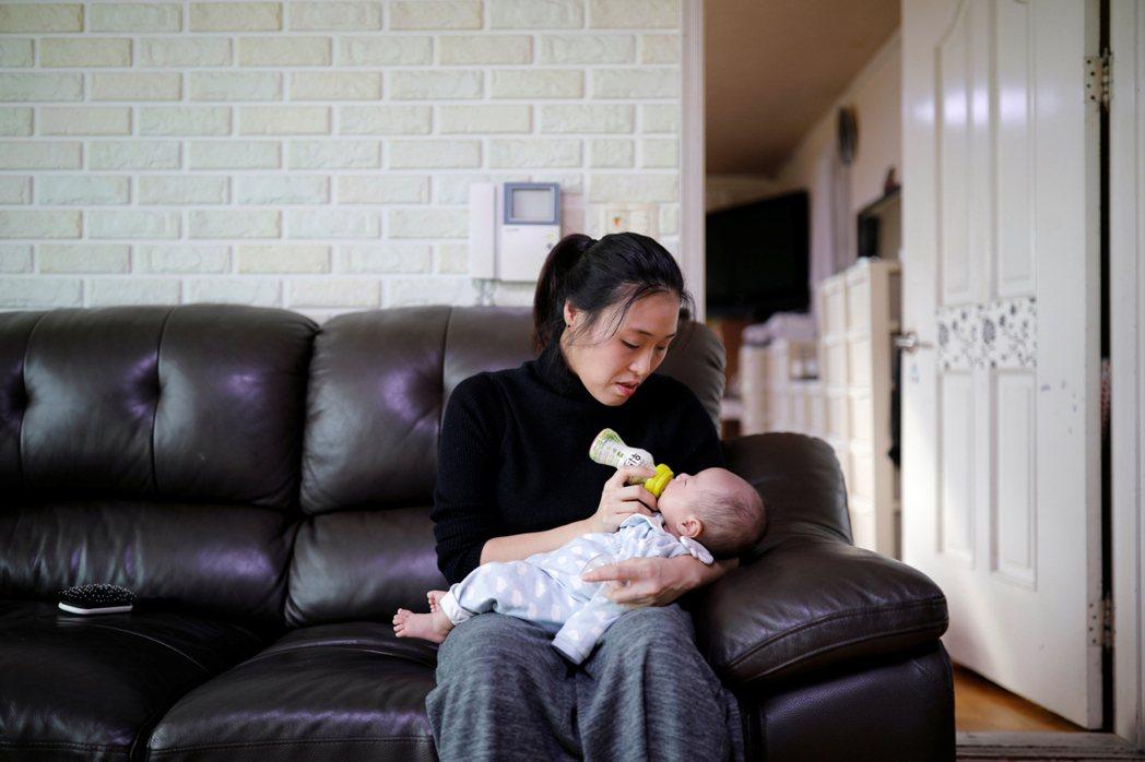 新冠疫情肆虐,南韓職場媽媽工作流失的情形,遠比單身女性嚴重。(本報系資料庫)