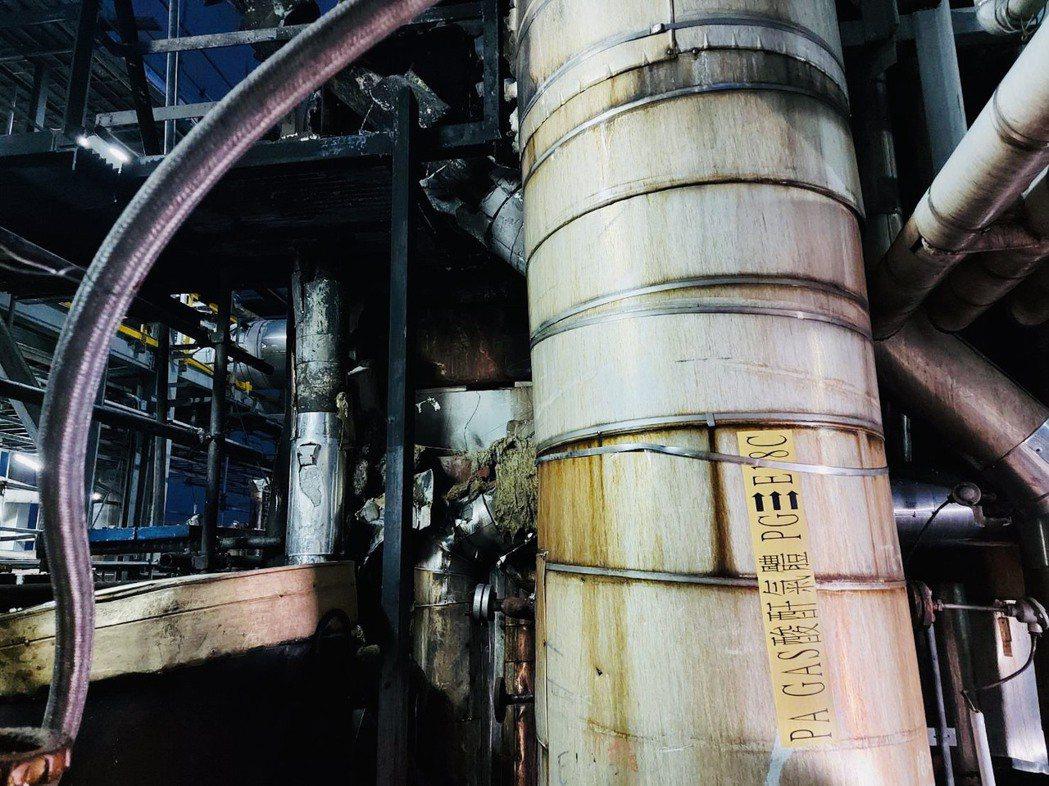 聯成化工林園廠今(16)日設備再出狀況,由於製程試車升溫導致壓力過大而引發破裂盤...