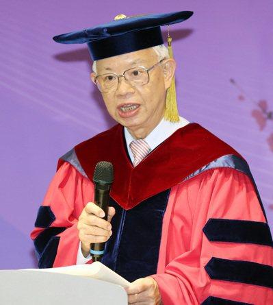 央行前總裁彭淮南近期獲頒國立清華大學名譽經濟學博士。記者杜建重/攝影