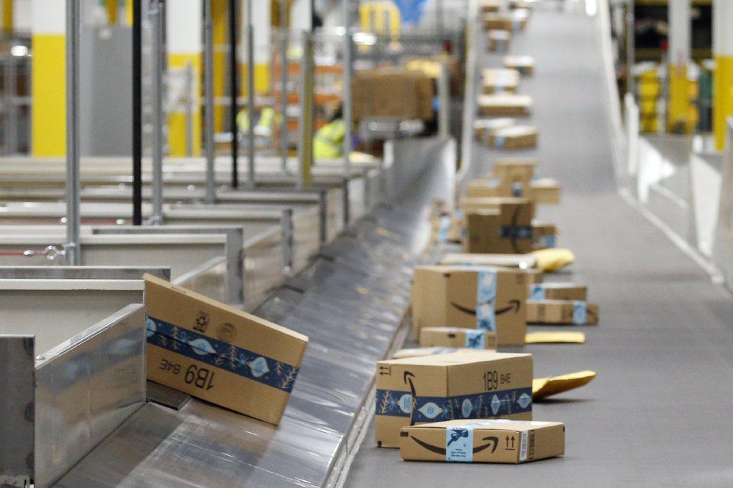 網購熱潮已讓加拿大出現倉庫荒,不僅危及企業的營運,甚至可能衝擊整體經濟。美聯社