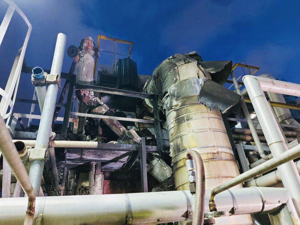 聯成化工林園廠昨日設備再出狀況,由於製程試車升溫導致壓力過大而引發破裂盤破裂、冒...