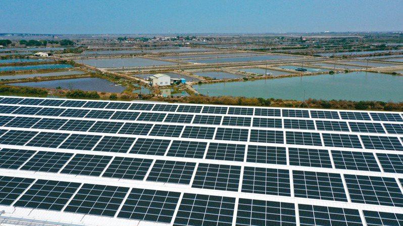 財政部國產署今年首批太陽光電標租昨(20)日開標,六宗國有地共標脫三宗,標脫率50%。記者余承翰/攝影
