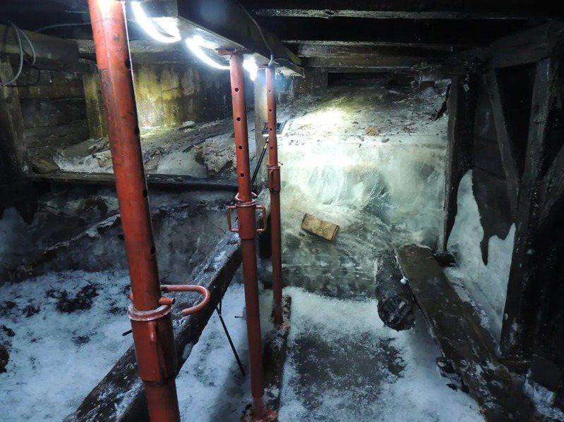 因為冰雪融化,考古學家得以探查阿爾卑斯山的一處一次大戰時期的避難所。圖擷取自GIZMODO日文版
