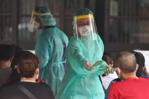 台灣疫情延燒,民眾如何因應?關鍵數據「檢驗陽性率」代表什麼?